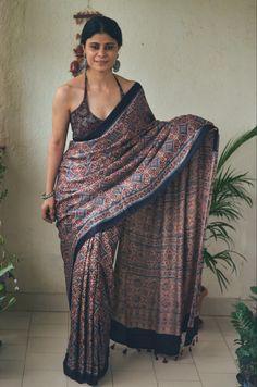 South Indian Sarees, Ethnic Sarees, Indian Gowns Dresses, Indian Outfits, Lakshmi Actress, Ajrakh Prints, Geometry Formulas, Gauhar Khan, Indian Girl Bikini