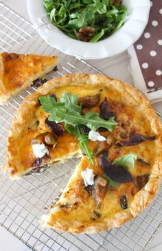 Biltong, Gorgonzola and Preserved Fig Tart recipe. A delightfully flavoured recipe for a biltong, gorgonzola and preserved fig tart. Tart Recipes, Cooking Recipes, Savoury Recipes, Pastry Recipes, Kos, Fig Tart, Biltong, South African Recipes, Pizza