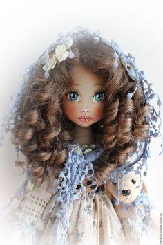 """Купить Текстильная шарнирная кукла """"Лиза"""" - бежевый, голубой, белый, кудряшка, кудряшки"""