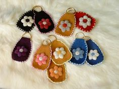 Tufted and Beaded Key Chain Native American Animals, Beaded Moccasins, Cultural Identity, Beaded Brooch, Beading Ideas, Native Art, Bead Patterns, Becca, Key Chain