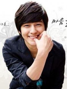 Imagen de http://telepics.net/uploads/pictures/big_images/1315258913_Kim_Bum.jpg.