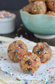 Skinny Peanut Butter Granola Bites  - healthy NO BAKE granola bites are perfect to snack on each day