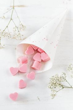 Rosa Schokolade selber machen - DIY Herz-Pralinen selber machen als Geschenk zum Muttertag | ars textura - DIY Blog