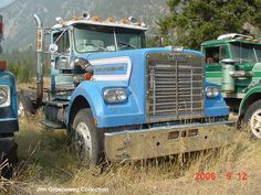 70's White Western Star Vintage Trucks, Old Trucks, Pickup Trucks, Western Star Trucks, White Truck, Rusty Cars, Heavy Duty Trucks, Car And Driver, Peterbilt