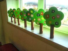 """ט""""ו בשבט מתקרב   ואיתו   האהבה לטבע שלעיתים נשכחת.   היופי הפלאי שטמון בכל צומח..   הריחות המיוחדים שמפיצים הפרחים,   הצבעים המרהיבים שנראי... Fall Crafts For Toddlers, Diy Crafts For Kids, Easy Crafts, Diy Christmas Activities, Creative Activities For Kids, Preschool Apple Theme, Preschool Crafts, Toddler Art Projects, Toddler Crafts"""