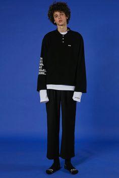 ADER styling  Long sleeved 'XXS' polo shirt Basic slacks  #ader #adererror #styling #wit #mixmatch #black #slogan
