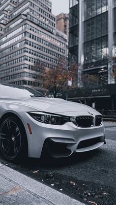 Bmw Iphone Wallpaper, Logo Wallpaper Hd, Bmw Wallpapers, Fancy Cars, Cool Cars, Bmw White, Carros Bmw, Grand Theft Auto Series, Super Pictures
