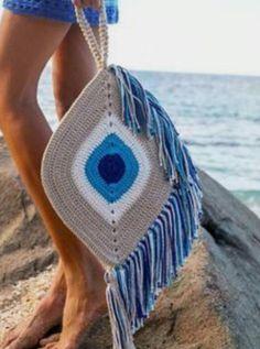 Crochet Clutch Bags, Crochet Handbags, Crochet Purses, Crochet Eyes, Diy Crochet, Knitting Daily, Handmade Clutch, Crochet Flower Tutorial, Knitted Bags