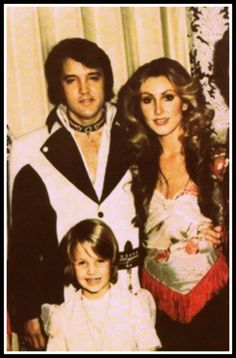 Elvis, Linda and Lisa Marie. The one person that Lisa Marie rang when her daddy died was Linda so I think they must have had a great relationship Lisa Marie Presley, Priscilla Presley, Elvis Presley Family, Elvis And Priscilla, Elvis Presley Photos, Graceland, Most Beautiful Man, Beautiful People, Rock N Roll