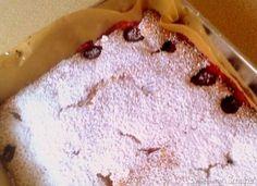 Szybkie ciasto ucierane z TRUSKAWKAMImasło, 250g cukier, 250g cukier waniliowy, 1 opakowanie jajka, 4 sztuki Mąka pszenna, 400g mąka ziemniaczana, 100g proszek do pieczenia, 2 łyżeczki sól, szczypta jogurt naturalny, pół małego kubka truskawki mrożone, 2 szklanki cukier puder do posypania
