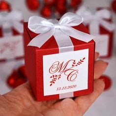 Red Wedding monogram bonbonniere. Personalized Favor box with satin ribbon bow and custom tag. Elegant wedding favors boxes for guests Elegant Wedding Favors, Wedding Favor Boxes, Blue Wedding, Destination Wedding Welcome Bag, Wedding Welcome Bags, Wedding Initials, Monogram Wedding, Custom Tags, Personalized Favors