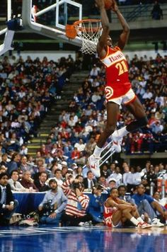 Dominique Wilkins, Number 21 for the Atlanta Hawks. He won two dunk Champions in the years and He was a high flier that also holds the All time leading scoring for the Hawks. Basketball Workouts, Basketball Pictures, Basketball Legends, Basketball Players, Nba Stars, Sports Stars, Slam Dunk, Lebron James, Sports