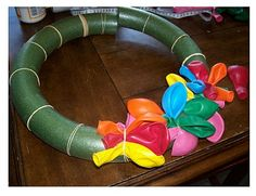 Balloon Wreath Tutorial - using Rubber Bands