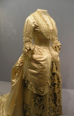 Here is the picture I took of an amazing Charles Worth 1880s Victorian Gown.