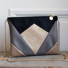 Image of Pochette *NINA* noire, taupe et dorée - Leather Clutch Bags, Leather Handbags, Diy Handbag, Side Bags, Couture Sewing, Denim Bag, Handmade Bags, Small Bags, Purses And Handbags