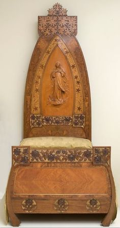 Bed with bed-head representing the Immaculate Conception in a pointed arch. Around 1900-1904. Gaspar Homar | Museu Nacional d'Art de Catalunya - MNAC, Barcelona