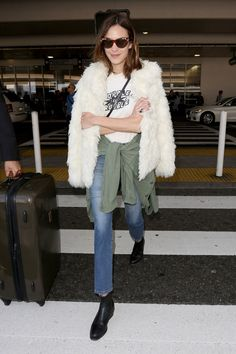 How to travel in style a la Alexa Chung.