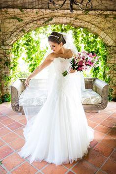 A Erica nos enviou as fotos do seu casamento e eu estou encantada e feliz por compartilhá-las com vocês.A Erica e o Felipe se casaram no dia 24/10/2015, noivinha querida, ela tem bom gosto ...