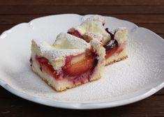 Recept s foto postupom na výborný kopčekový koláč s tvarohom a slivkami. Trochu som si zaspomínala na klasické pečenie.