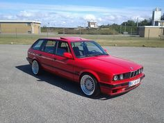 Proper way to go with an E30 Touring.