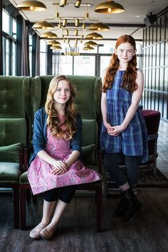 THE AUDIENCE stars Elizabeth Teeter & Sadie Sink on being Queens for the day & holding court with Helen Mirren