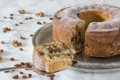 Bundt cake filled with walnuts and raisins – an Austrian Easter tradition Loading. Bundt cake filled with walnuts and raisins – an Austrian Easter tradition No Bake Desserts, Just Desserts, Raisin Cake, Cake Recipes, Dessert Recipes, Walnut Recipes, Bunt Cakes, Traditional Cakes, Homemade Butter