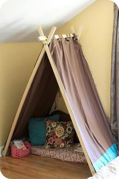 DIY Easy Kids' Tent / Reading Nook--> playroom or basement. Diy Tipi, Diy Kids Teepee, Toddler Teepee, Diy Teepee Tent, Christmas Gifts For Boys, Handmade Christmas Gifts, Christmas Diy, Handmade Gifts, Holiday Gifts