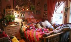Hippie bedroom decor accentuates the youth and hippie home decor originally comes from america, thus it is also called boho bedroom design My New Room, My Room, Spare Room, Girl Room, Hippie Home Decor, Boho Decor, Gypsy Decor, Hippie House, Bohemian Interior