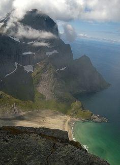 Turartikkel: Helvetestind ved Reine - reine Paradis - og årets flause - Skrevet av Olepetter • Peakbook