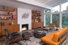 Living Room – Custom Designed Built-in Bookcases