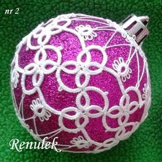 Pretty in pink Clay Crafts, Felt Crafts, Diy And Crafts, Tatting Tutorial, Macrame Tutorial, Needle Tatting, Tatting Lace, Christmas Baubles, Christmas Crafts