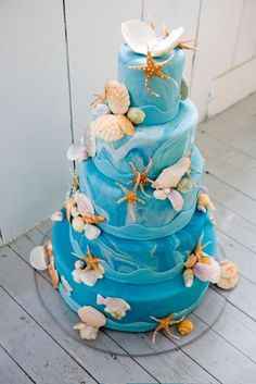 61 Dreamy Beach Wedding Cakes | Weddingomania | #OBX #wedding #IDo #beach #cake #ocean #starfish