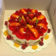 Gelatina de frutas sabor a fresa y gelatina de tres leches.