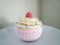 Vanilla And Chocolate Cupcakes Amigurumi Pattern
