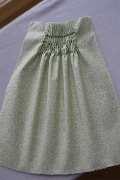 This is part 2 of my pleating and smocking tutorial. Part which explains how to hand-pleat fabric, can be found here. Smocking is very simple once you get a few basic rules straight. Smocking Plates, Smocking Patterns, Dress Patterns, Sewing Patterns, Coat Patterns, Techniques Couture, Sewing Techniques, Sewing For Kids, Baby Sewing