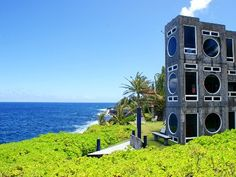 A $150 vacation rental in Hawaii! - MUST book this place ...even though the building reminds me of stacked washer/dryers