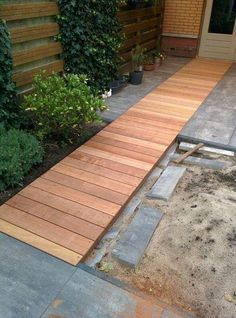 25 Front yard Design With Ideas, Tips, Inspiration and a.Wooden Walkway and Deck - - Wood Pathway, Wooden Walkways, Rustic Pathways, Stone Pathways, Stone Walkway, Back Gardens, Outdoor Gardens, Yard Design, Front Yard Landscaping