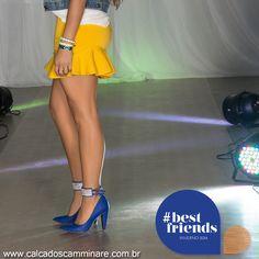 Já há algumas temporadas o acessório preferido das #itgirls ganhou um detalhe bastante sexy, as tornozeleiras.  As sandálias e sapatilhas com a amarração no tornozelo vem invadindo as passarelas nacionais e internacionais... Ganhando seu espaço no #streetstyle. ✌️  Ref. 842 11289 ❤️  #camminare #shoes #moda #tendência #love #irgirls #bestfriends