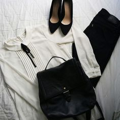 Bow tie blouse, black Levis Jeans, rucksack and black pointed courts.