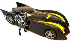 Não estou certo, mas deve ser inspirado no Batmóvel do desenho animado.