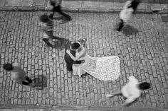 """""""O amor é capaz de parar o tempo"""" foi a vencedora na categoria Ensaio do 4º Concurso Fotografia de Casamento, em 2015 Hera, Home Decor, Wedding Photography, Weather, Amor, Pictures, Decoration Home, Room Decor, Interior Design"""