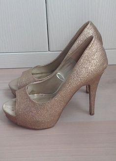 Kaufe meinen Artikel bei #Kleiderkreisel http://www.kleiderkreisel.de/damenschuhe/hohe-schuhe/111287752-goldfarbene-high-heels-von-forever21