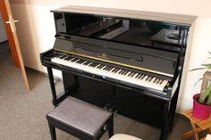 Piano in einwandfreiem Zustand aus Platz- und Zeitgründen zu verkaufen. der Hocker ist kostenlos mit dabei.