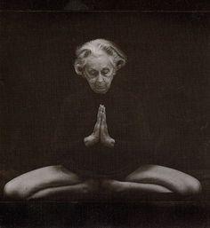 Vanda Scaravello began practising yoga in her and practised for 50 years.Yoga is for everybody no matter what age. Yoga Kundalini, Yoga Meditation, Hormon Yoga, Hatha Yoga, Pranayama, Iyengar Yoga, Yoga Inspiration, Les Chakras, Saint Esprit