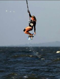 i want to kiteboard so bad. too bad its extremely expensive... someday