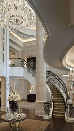 Luxury Staircase, Staircase Design, Dream Home Design, House Design, Flur Design, Palace Interior, Modern Entryway, Luxury Homes Dream Houses, Luxury Interior Design