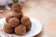 I LOVE that gives me so many healthy ways to soothe my sweet tooth! (these Vegan Chocolate Espresso Truffles look amazing. New Dessert Recipe, Pie Dessert, Dessert Recipes, Desserts, Chocolate Espresso, Decadent Chocolate, Vegan Chocolate, Healthy Holiday Recipes, Vegan Recipes