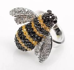 bumble bee ring - want Bee Jewelry, Insect Jewelry, Animal Jewelry, Jewelry Art, Jewelry Design, Jewellery, Hives And Honey, Buzzy Bee, I Love Bees
