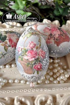 Decoupage na jajkach Easter Egg Crafts, Easter Eggs, Decoupage, Egg Shell Art, Carved Eggs, Easter Egg Designs, Egg Art, Shell Crafts, Egg Decorating