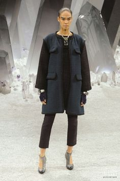 Photo feat. Joan Smalls - Chanel - Autumn/Winter 2012 Ready-to-Wear - paris - Fashion Show | Brands | The FMD #lovefmd
